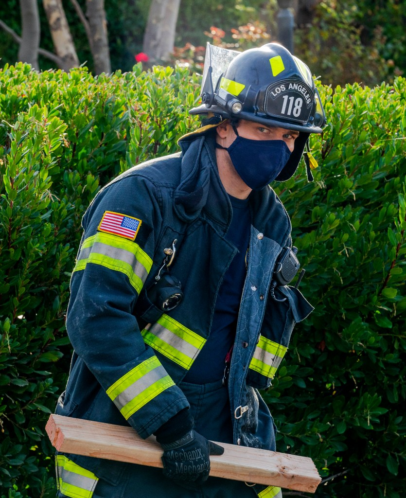 There Goes the Neighborhood 9-1-1 4x07 Review
