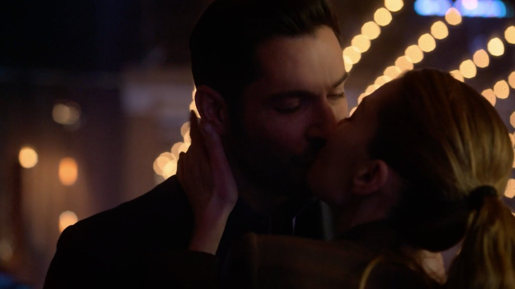 """5 Scenes You Can't Miss From 'Lucifer' 5x13 """"A Little Harmless Stalking"""""""