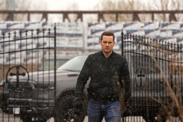 chicago pd 8x15 pictures the right thing fangirlish