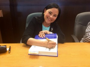 Diana Gabaldon signing with the Corncob Pen