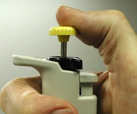 Undepressed thumb plunger