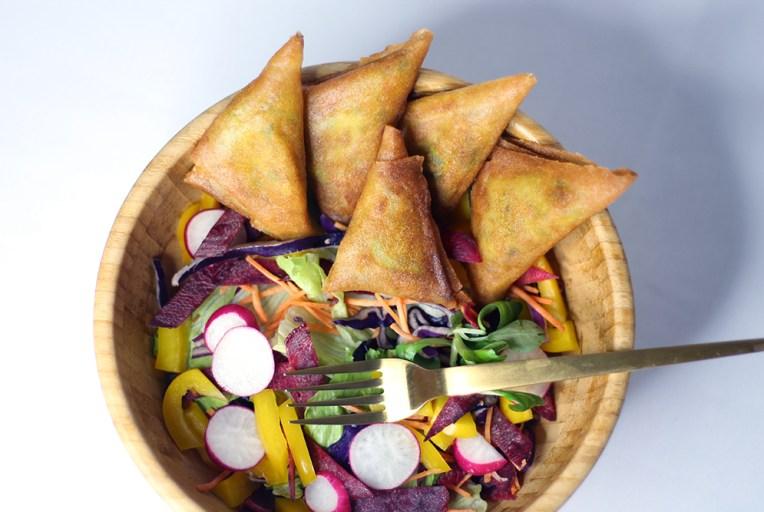 Recette des samoussas aux légumes et aux épices indiennes sur le blog fannyalbx.com