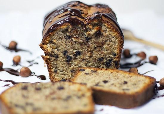 Cake à la poudre de noisettes et pépites de chocolat - FannyAlbx.com