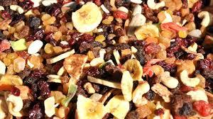 verschillende soorten noten en gedroogd fruit