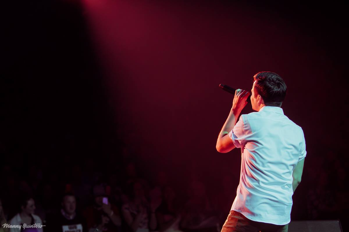 12 manny quintero david archuleta from behind looking up some audience