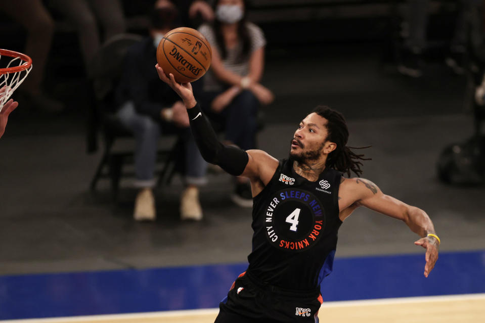 Apr 18, 2021; New York, New York, USA; New York Knicks guard Derrick Rose (4) drives to the basket against the New Orleans Pelicans during the second half at Madison Square Garden.
