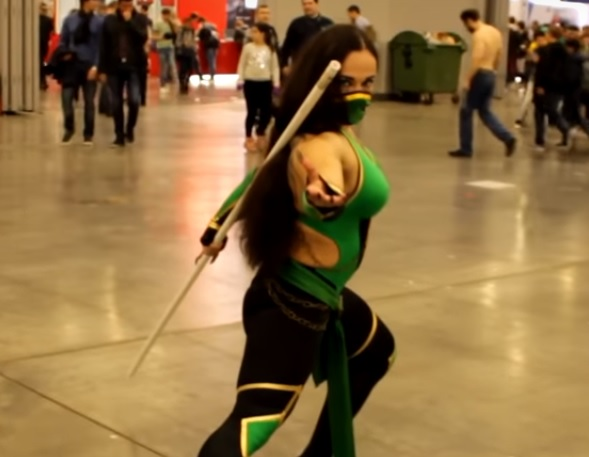 Video: Muscular Mortal Kombat Jade