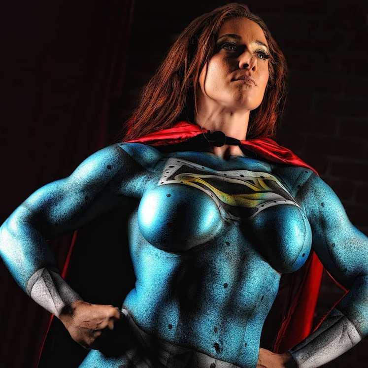 I muscoli e la forza di Supergirl