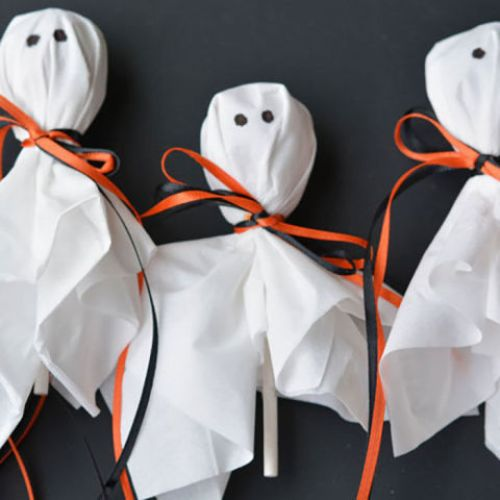 Lollipop Ghosts - Kid-Friendly Halloween DIY Projects