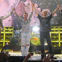 Van Halen stipulait dans leurs contrats de performance qu'un bol de M & M, avec tous les M & M bruns retirés, devait être placé dans leur loge. Ils n'ont pas fait cela pour être des imbéciles, mais comme un simple test pour voir si des spécifications de sécurité et de qualité plus importantes étaient également respectées.