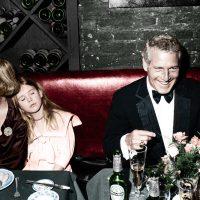 Newman's Own comenzó como una broma interna entre Paul Newman y su amigo y escritor AE Hotchner, quien se burlaba de Newman por llamar tarde en la noche solo para 'hablar sobre aderezos para ensaladas'. Comenzaron a hacer lotes para regalos navideños. Hasta la fecha, más de $ 500 millones se han destinado a organizaciones benéficas.