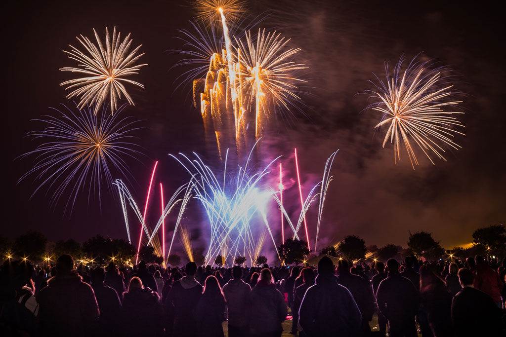 professional-fireworks-displays-bonfire-night-fireworks