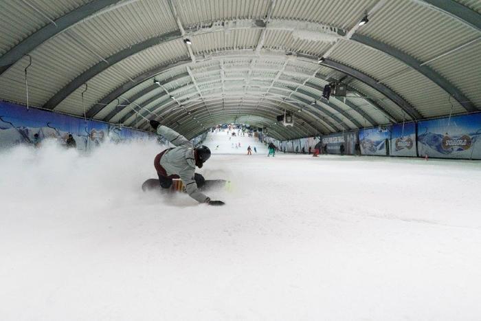 Snowworld piste 3 - snowboarder