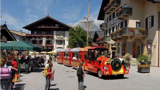 Kaiser Bummelzug in St. Johann in Tirol