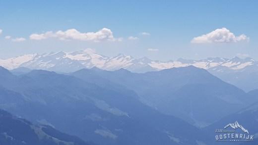 Uitzicht vanaf Hohe Salve op behoorlijke sneeuwvelden