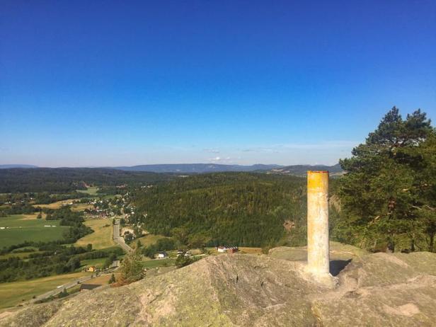 Utsikt fra Vardåsenstupet mot Lierdalen og Finnemarka - Kjekstadmarka - Oslomarka - Fantastiske marka