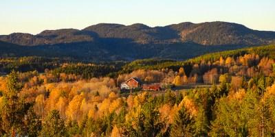 Utsikt mot Sander gård i Maridalen med Maridalskollene i bakgrunnen - Oslomarka - Nordmarka - Fantastiske marka