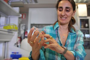 CSIC researcher Federica Bertocchini with a specimen of a wax worm