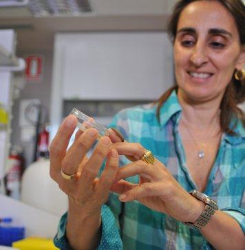 CSIC researcher Federica Bertocchini with a specimen of a wax worm