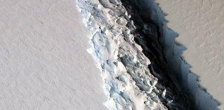 Massive rift in Larsen C of Antartica
