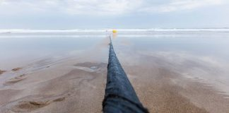 Marea cable on the beach