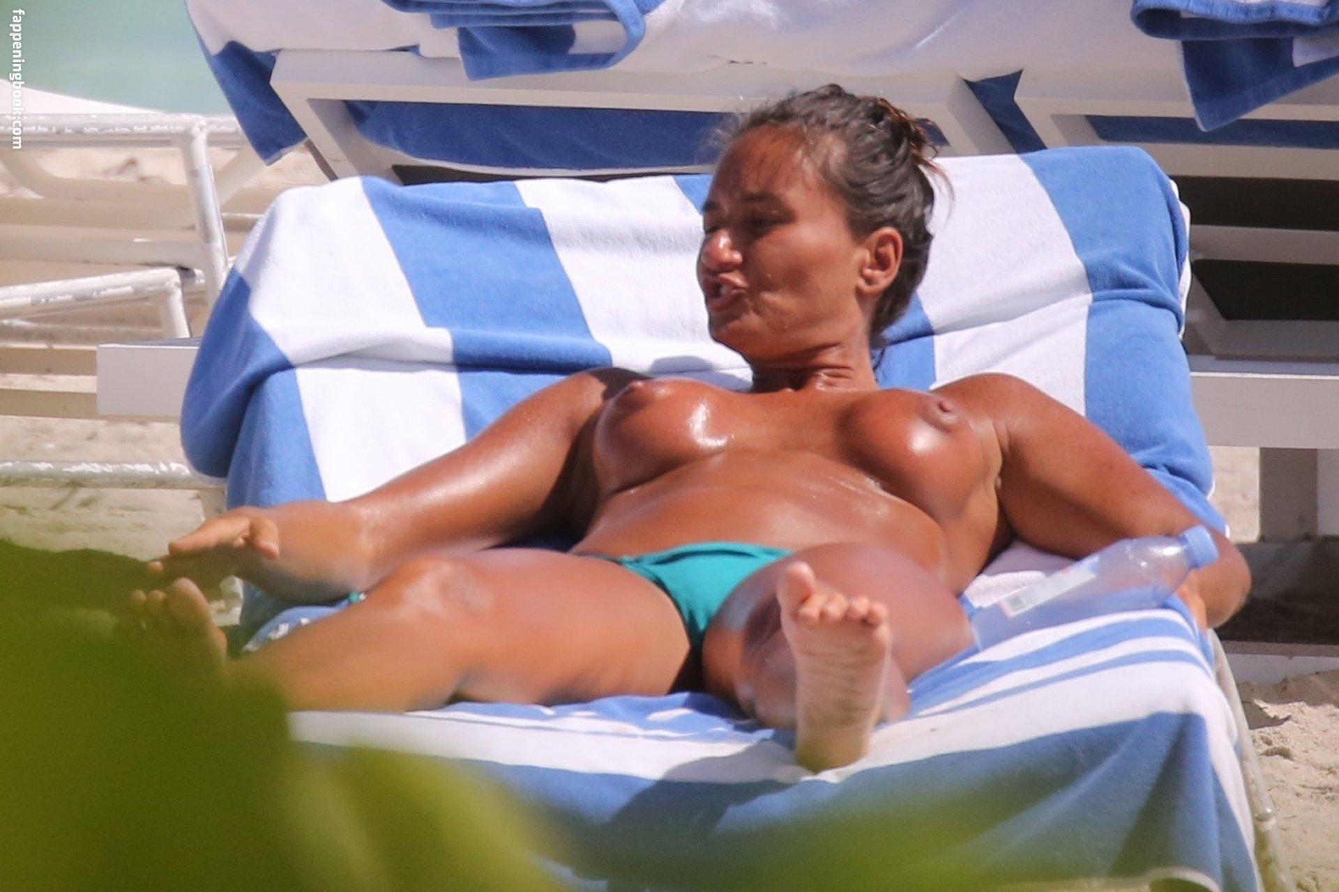 Eda Taspinar Nude