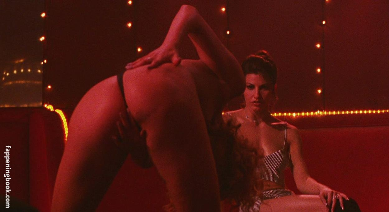 Elizabeth Berkley Nude