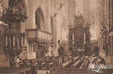 wnętrze kościoła z czasów protestanckich, widoczna nieistniejąca już empora (balkon), ławki ustawione w sposób charakterystyczny dla zborów protestanckich, zdjęcie: haynau.pl