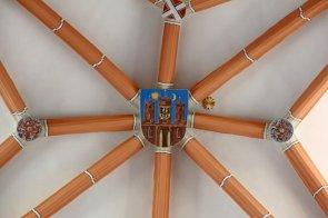 fragment sklepienia z herbem Chojnowa