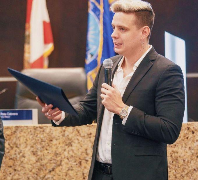 Marko recibiendo reconocimiento del alcalde de Ciudad Doral (1)
