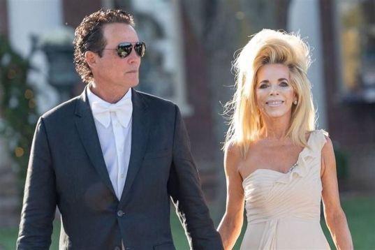 Joe Lara con su esposa Gwen Shamblin Lara