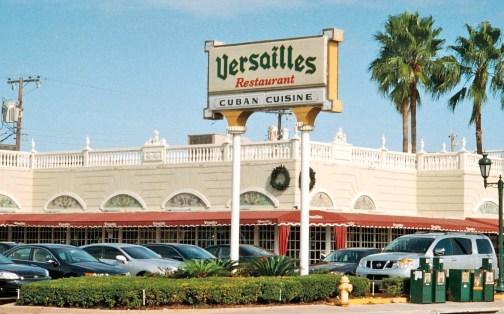 Botaron a Osmel Sousa de un restaurante en Miami - Restaurante Versailles