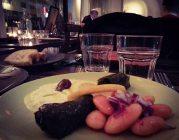 Grekiska smårätter / meze / mezedes serveras på Farbror Nikos jazzkvällar