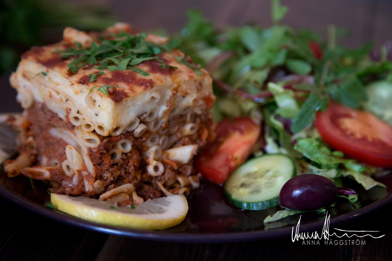 Pastitsio - grekisk lasagne med nötfärs och bechamelsås på grekiska lunch restaurangen Farbror Nikos på Södermalm