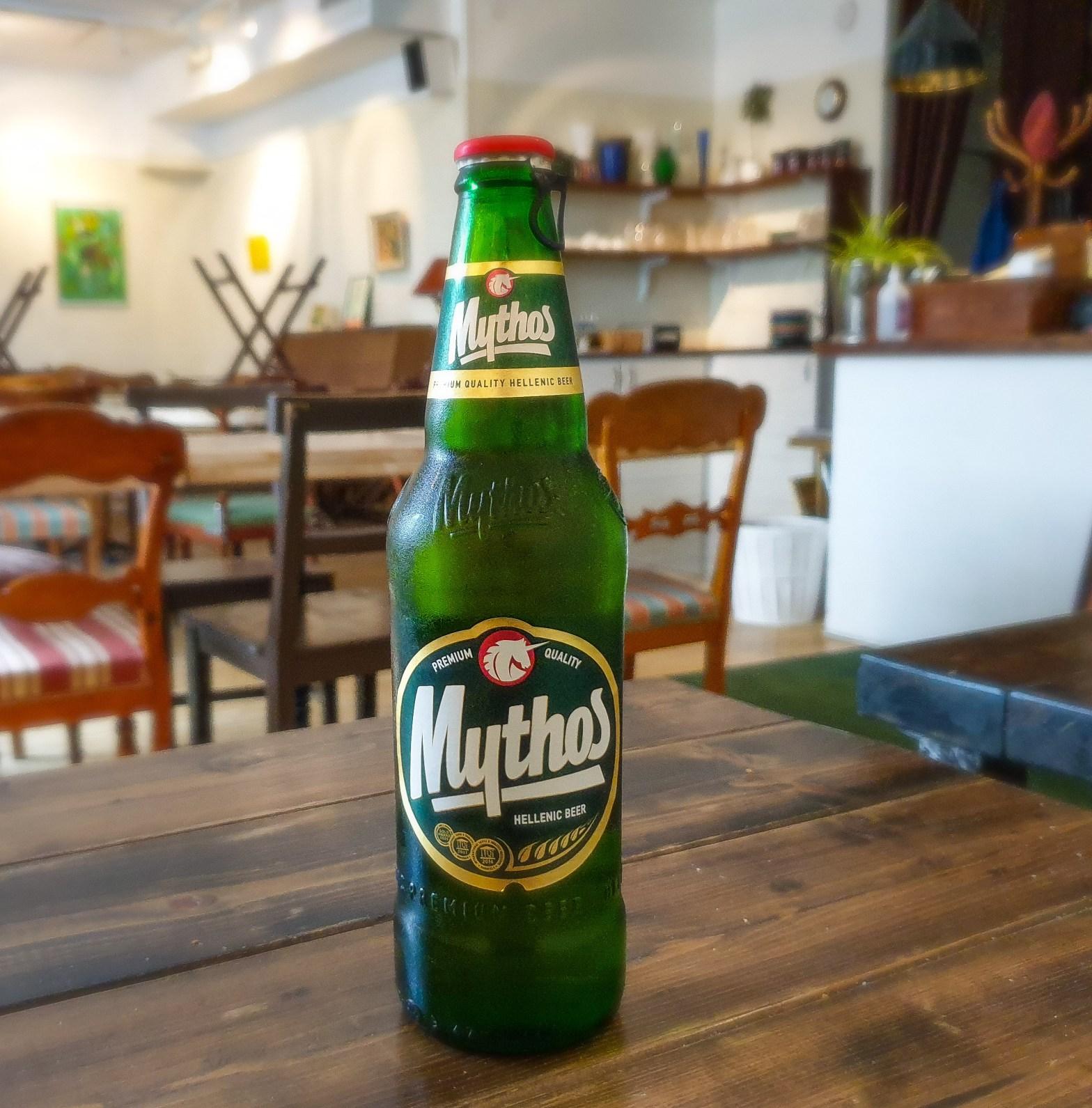 Grekiska starkölen Mythos öl/ beer på flaska på grekiska lunch restaurangen Farbror Nikos på Södermalm