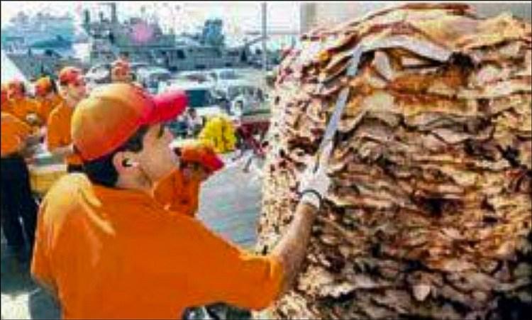 Sami Eid i Limasol lagar en 4022 kg gyros