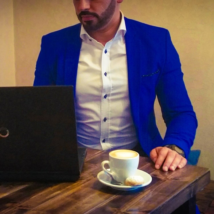 Lugn restaurang i Stockholm: Kolla mail, skriva rapporter & dricka Zoegas kaffe på Farbror Nikos