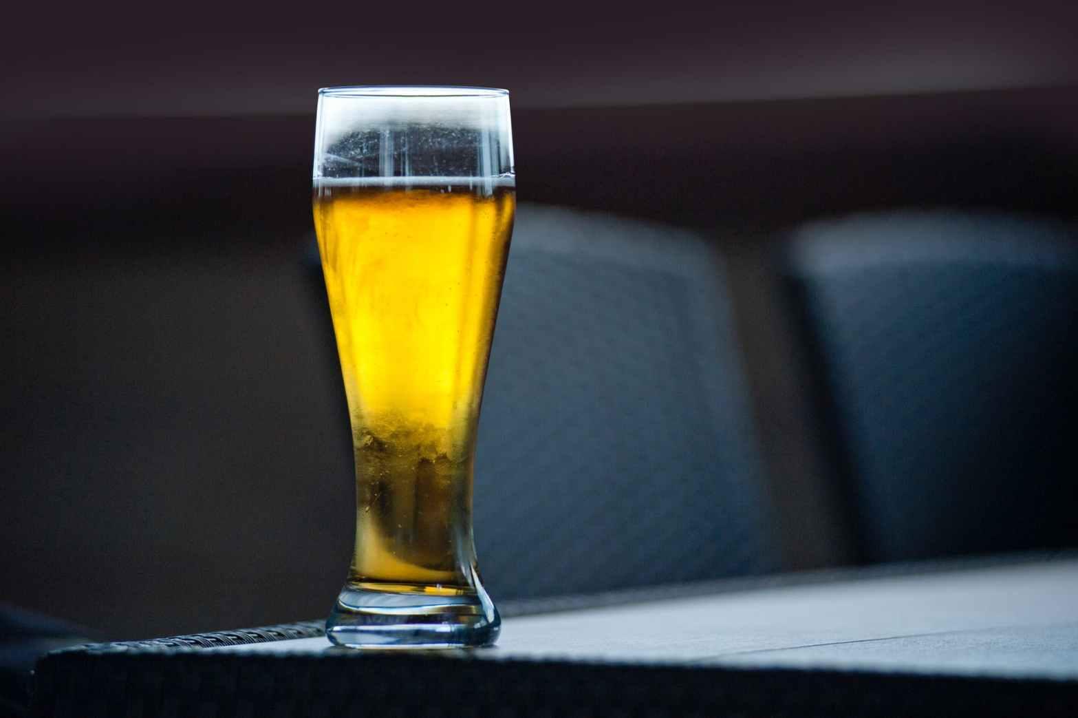 En svalkande Mythos beer, grekisk ljus lager öl