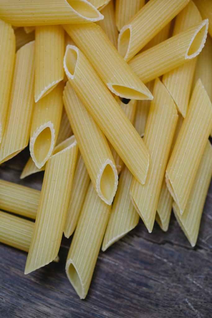 Penne pasta passar bra till fetaost och tomater i ugn