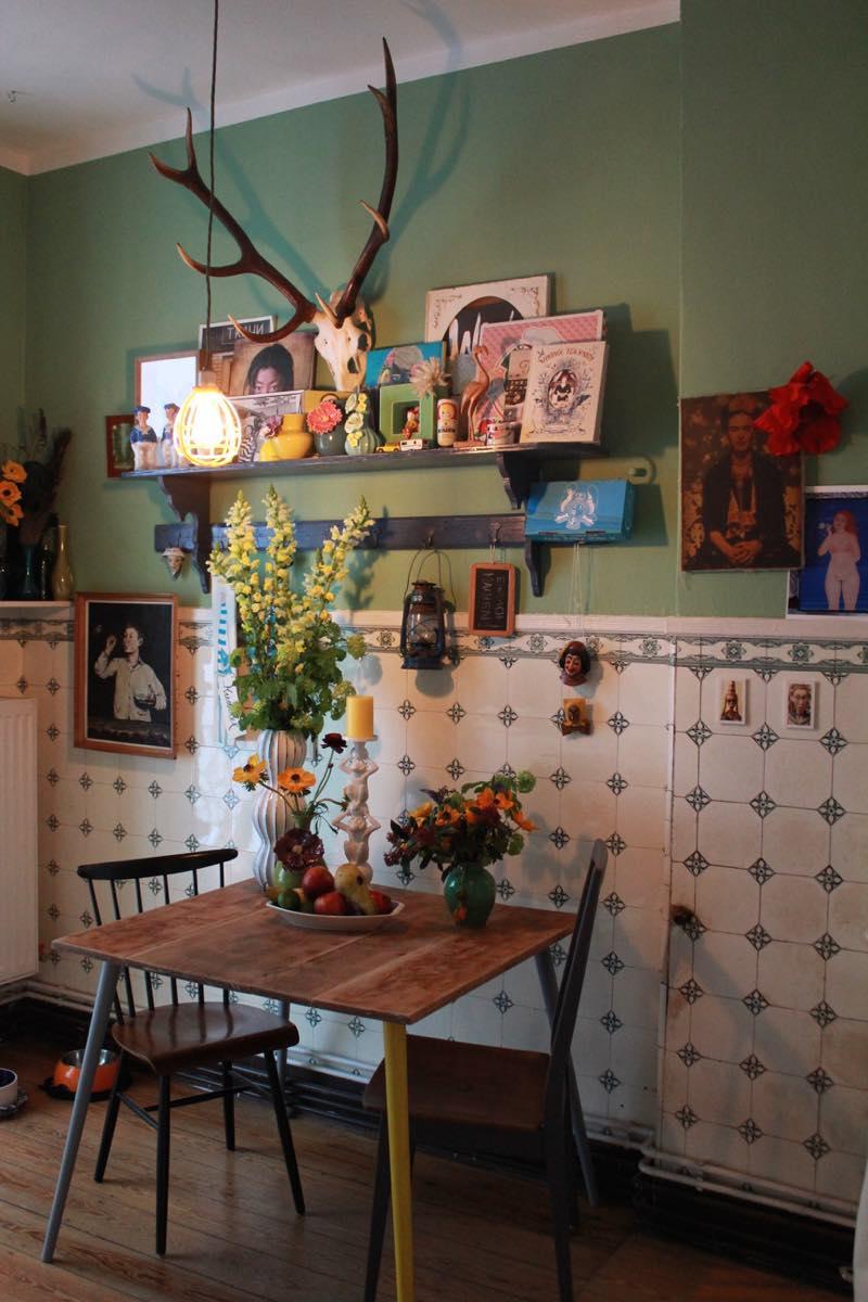 Alte Tischplatte mit neuen Beinen Foto: Bärbel Recktenwald