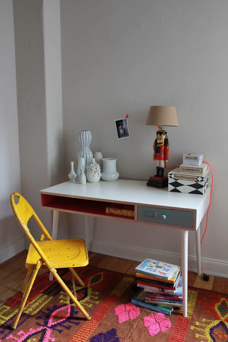 Schreibtisch mit Schublade. Design: Entwurf-Direkt Foto: Bärbel Recktenwald