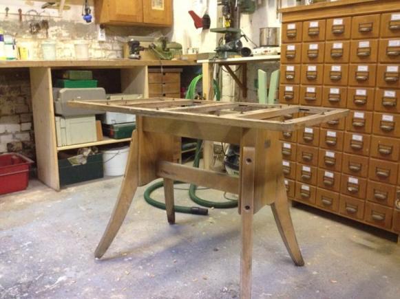 Altes Tischgestell