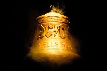 AC-DC_hells_bells_375_250