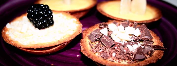 Pasticcini di frolla con cioccolato e frutta secca, farinaeuova