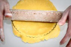 Torta con frutta secca e caramello, farinaeuova