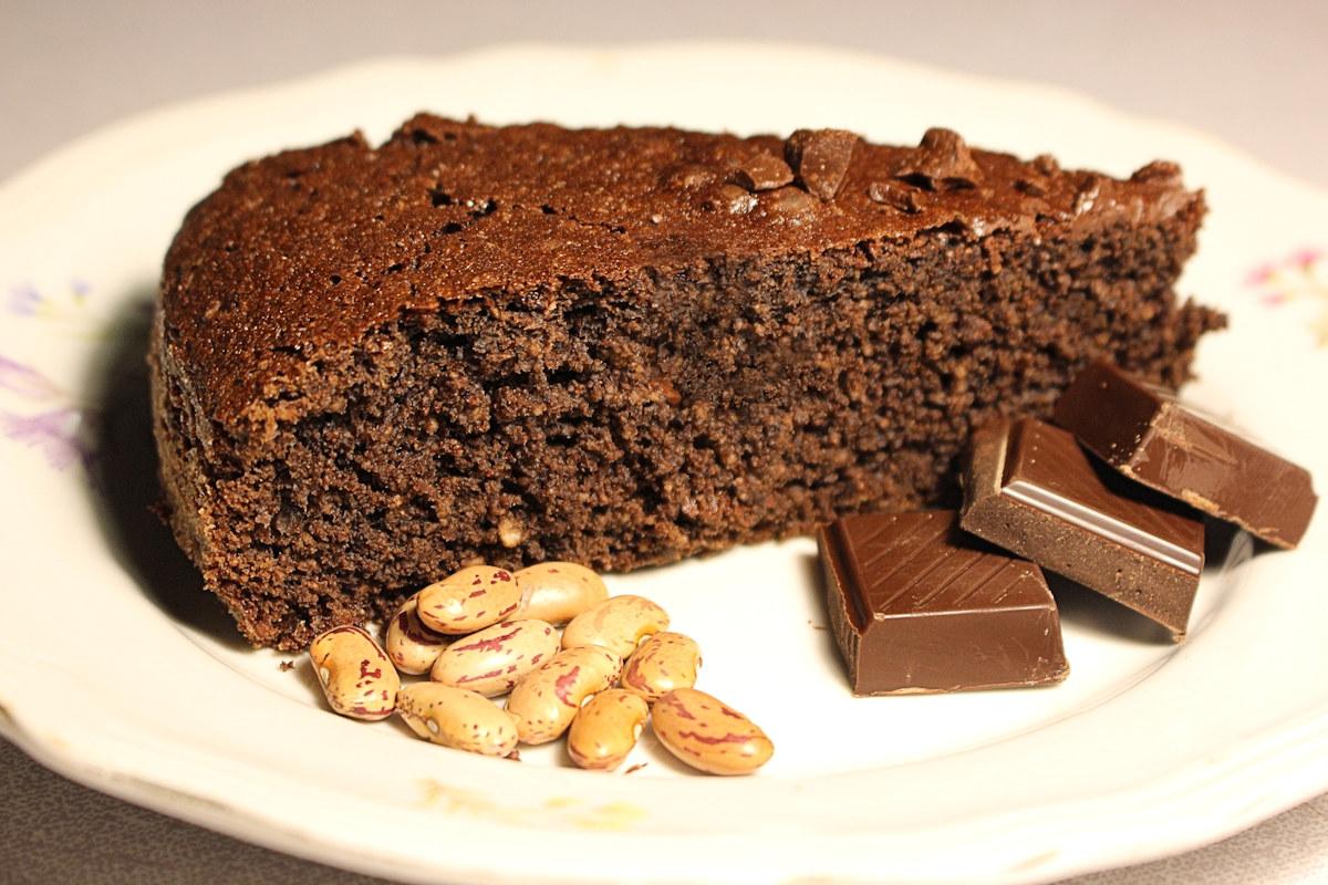 Torta con farina di fagioli e cacao