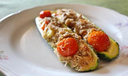 Zucchine ripiene con farina di orzo integrale e salmone