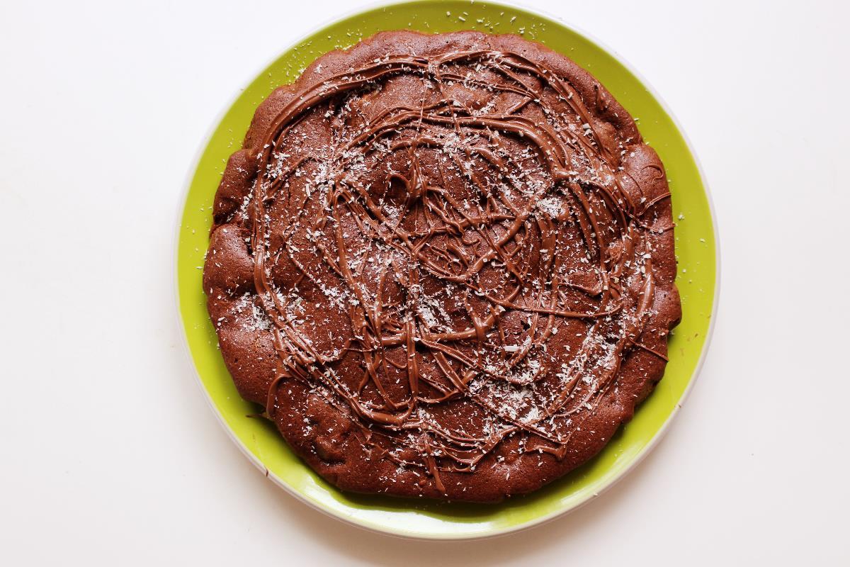 Torta di avena e cioccolato con ripieno di cocco