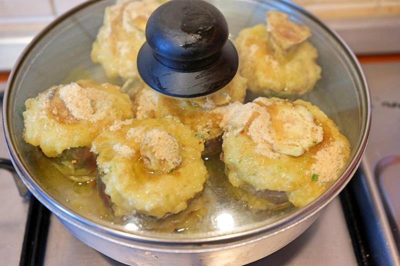 Carciofi ripieni con patate in padella