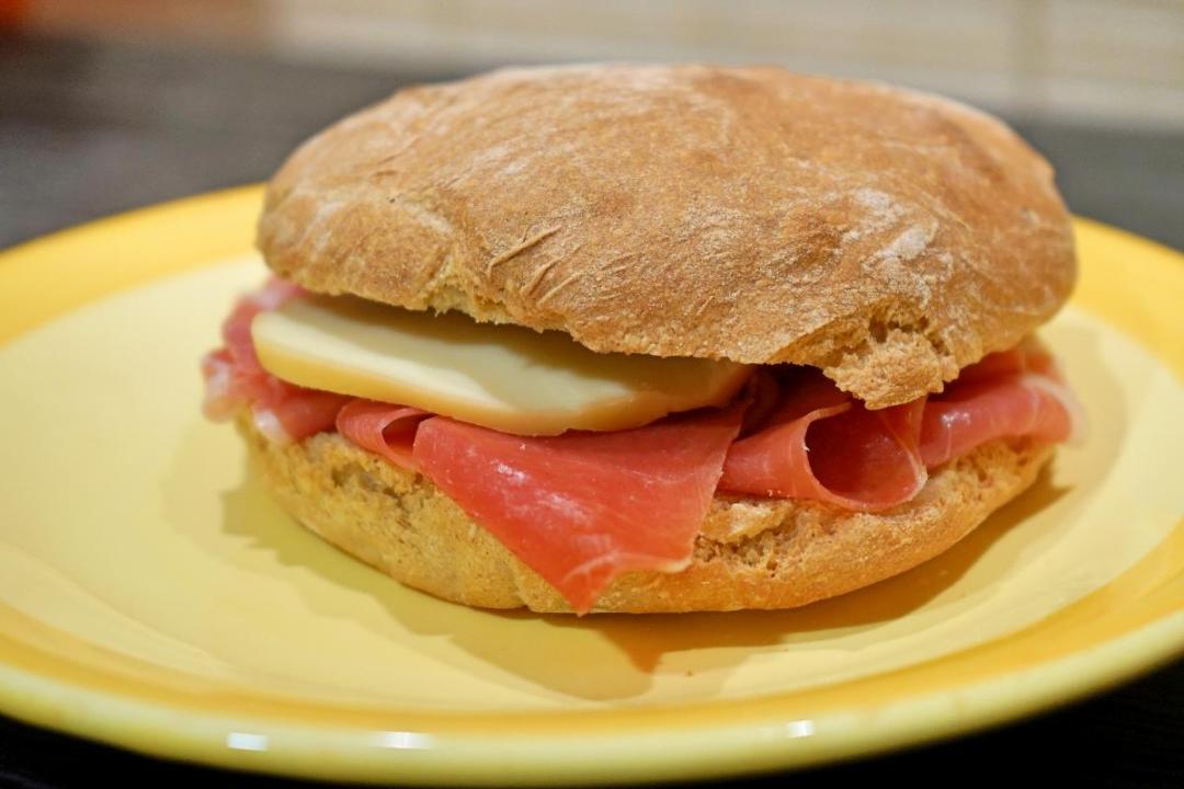 Pane con farina di semola e grano saraceno